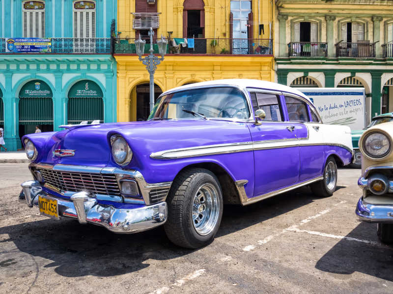 紫色复古老式车辆