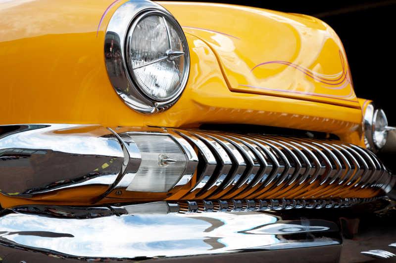 黄色复古老爷车