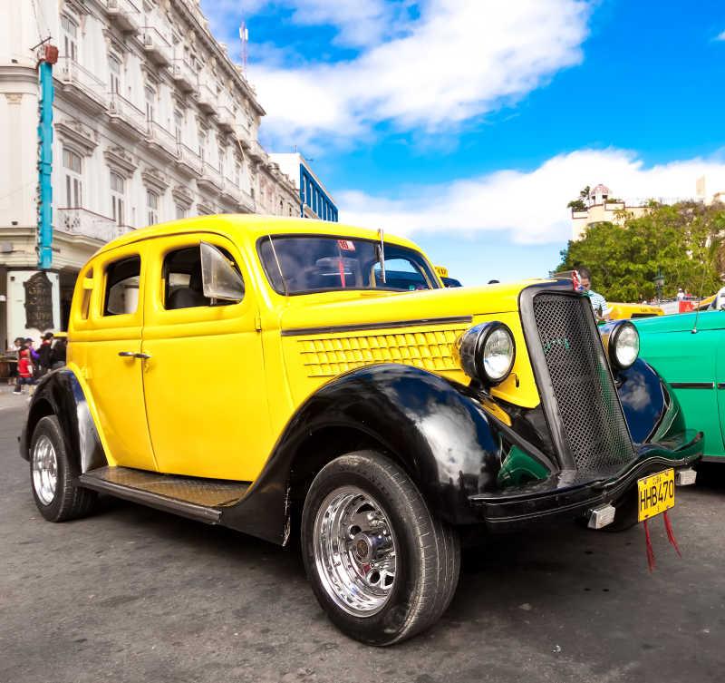 黄色的复古老爷车