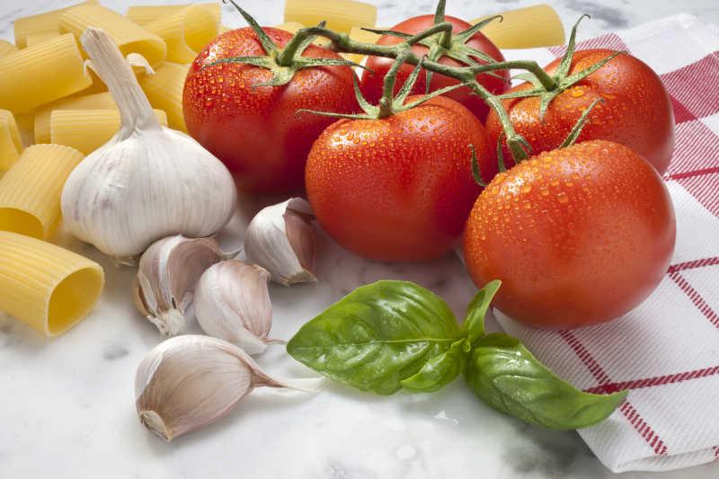 番茄与大蒜
