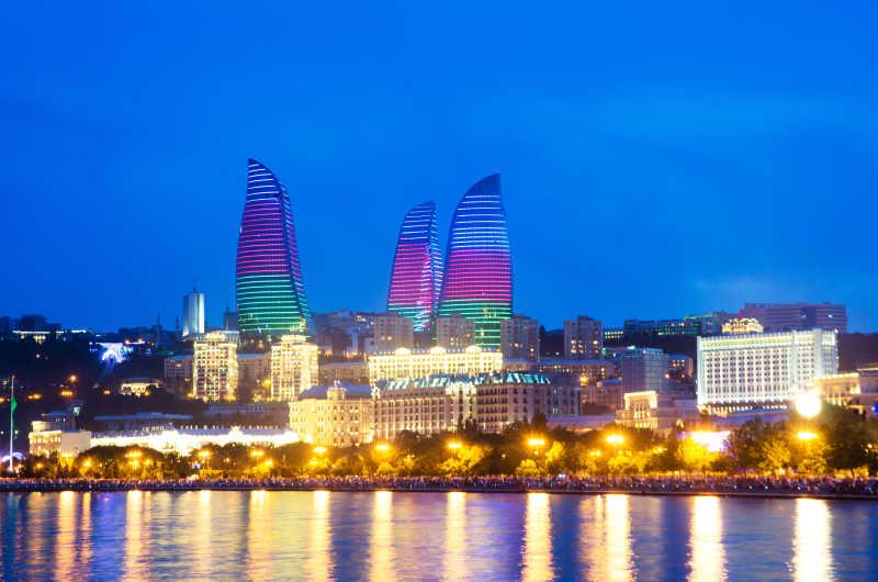 阿塞拜疆Caspian黎明前的夜景照片