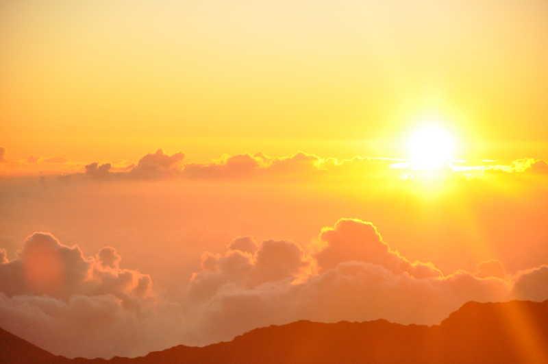 日出和云彩图片-天空中的日出和云彩素材-高清图片-摄影照片-寻图免费打包下载