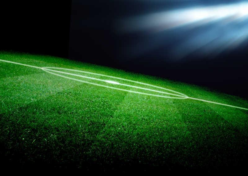 灯光下的足球场