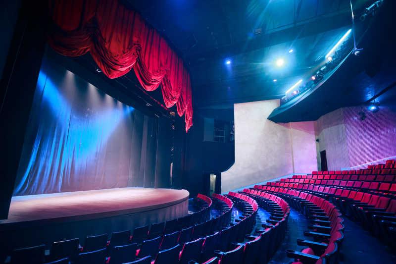 大型表演剧院和舞台幕布舞台灯光