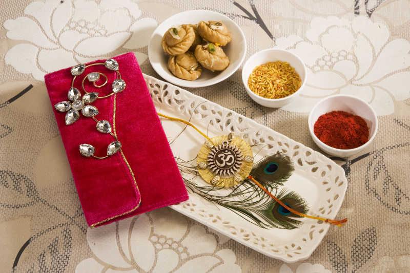 印度的传统节日钱包饰品和谷物