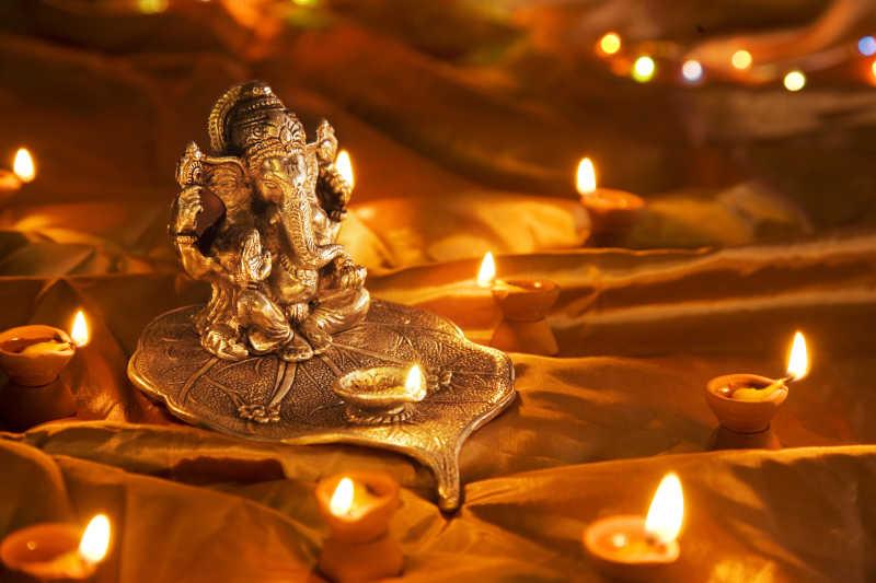印度教Ganesh神灯台和蜡烛