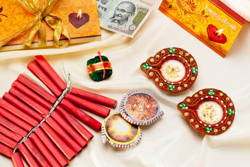 印度钱币饰品贺卡和鞭炮