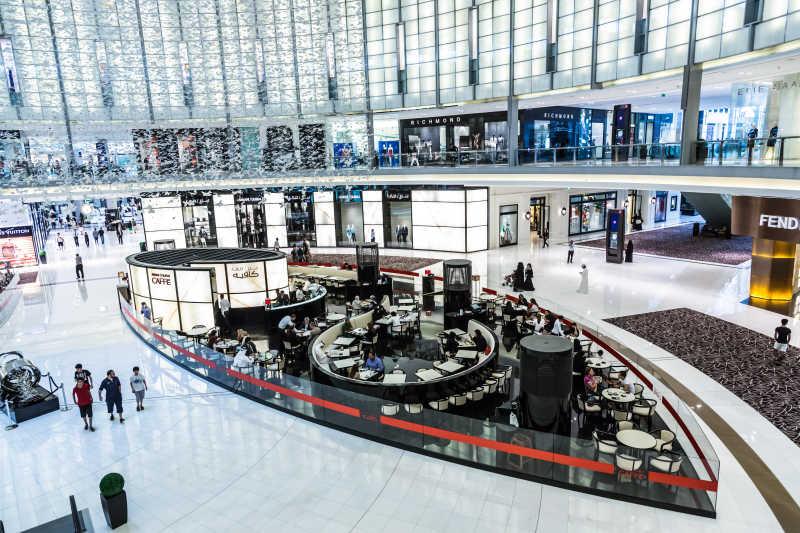 迪拜购物中心的内部景色