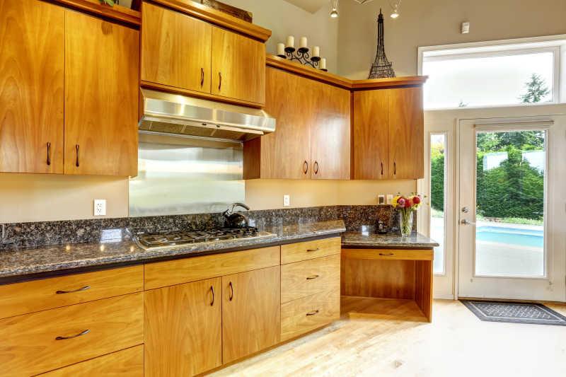 装修漂亮精致的厨房