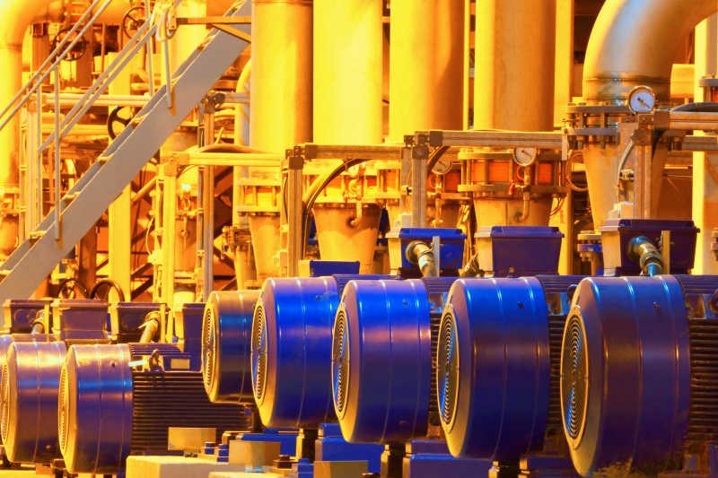 现代大型工厂内部设备