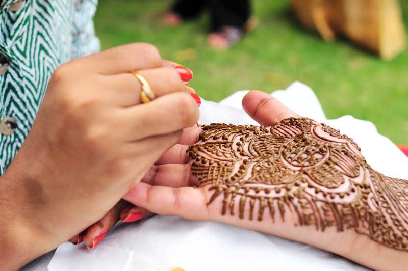 印度婚礼新娘手臂绘画