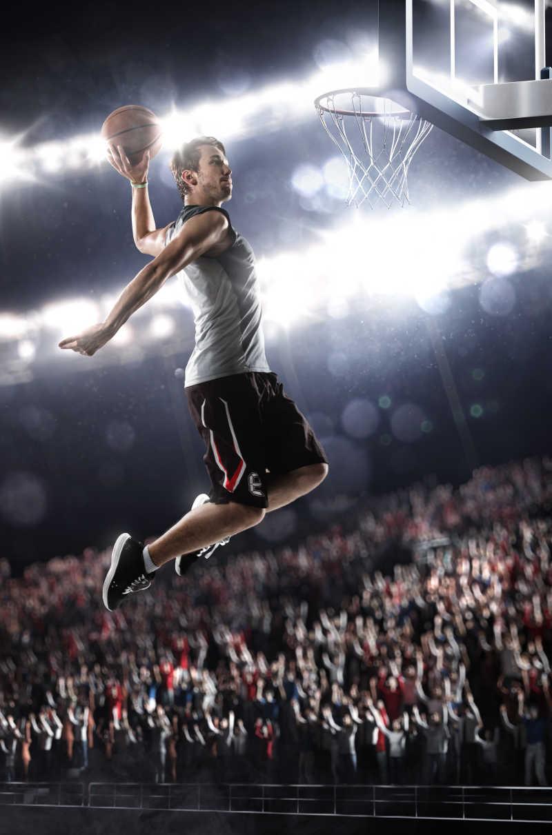 篮球运动员高难度的投球