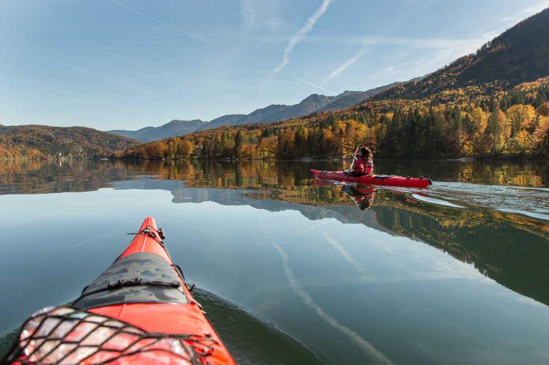 湖上的独木舟