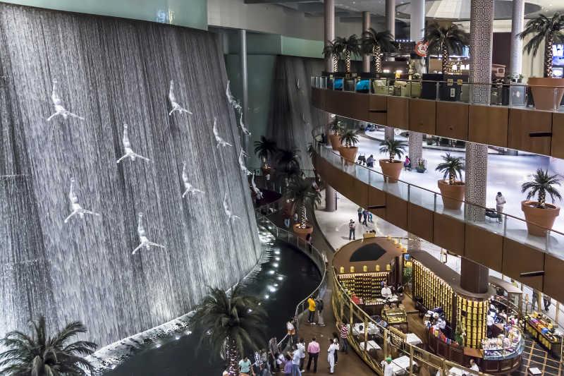 迪拜购物中心室内瀑布