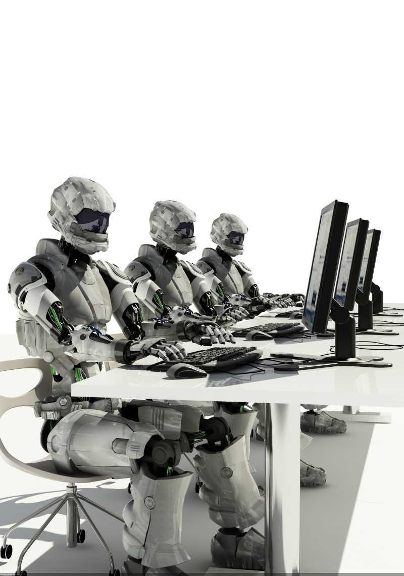 白色背景下工作使用计算机的机器人
