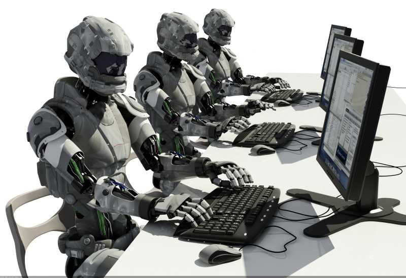 白色背景下用计算机工作的机器人