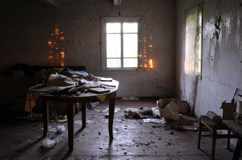 破旧废弃的房子