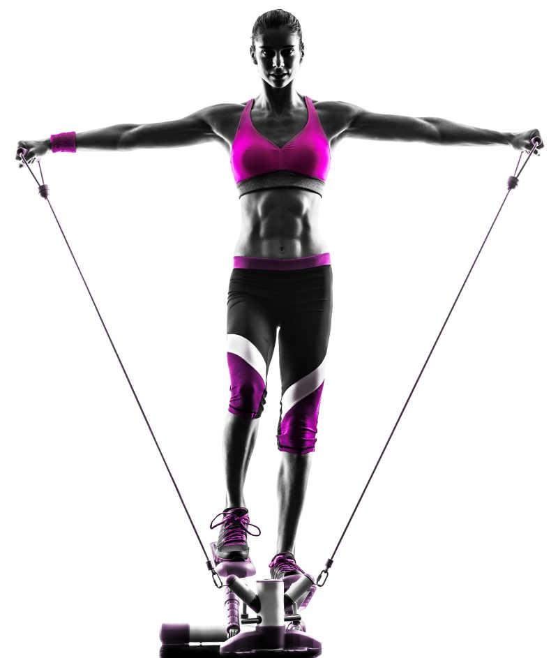 一个白人妇女在锻炼
