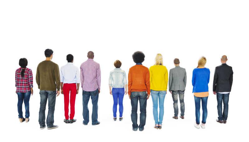 白色背景上人群的背面