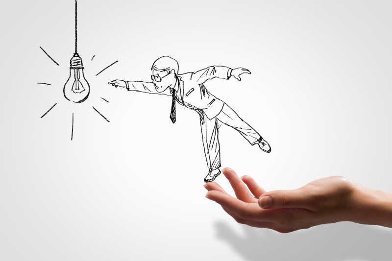 手举着插画中的人物去摸电灯泡