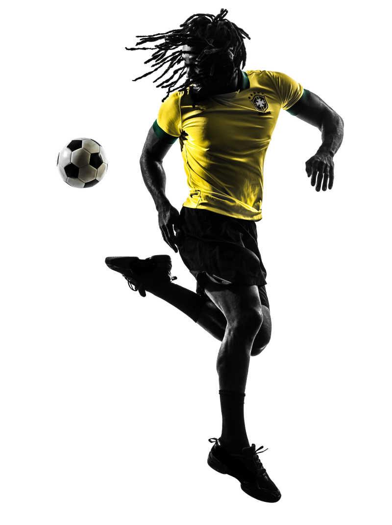 白色背景上踢足球的黑人