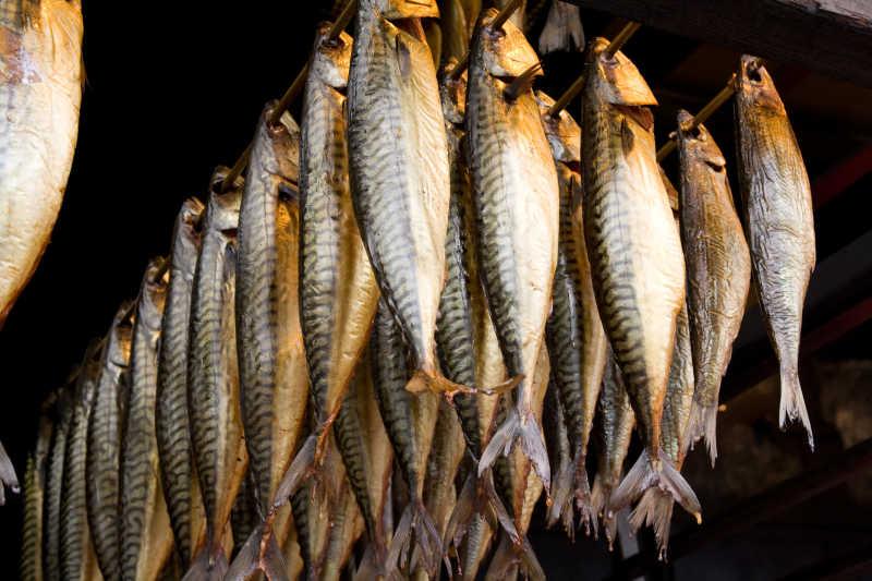 连城串的烟熏鱼
