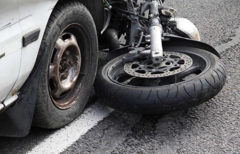 汽车与摩托车的交通事故