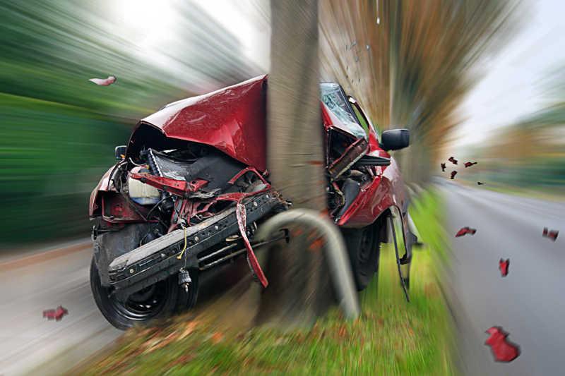 快速行驶的交通事故车辆