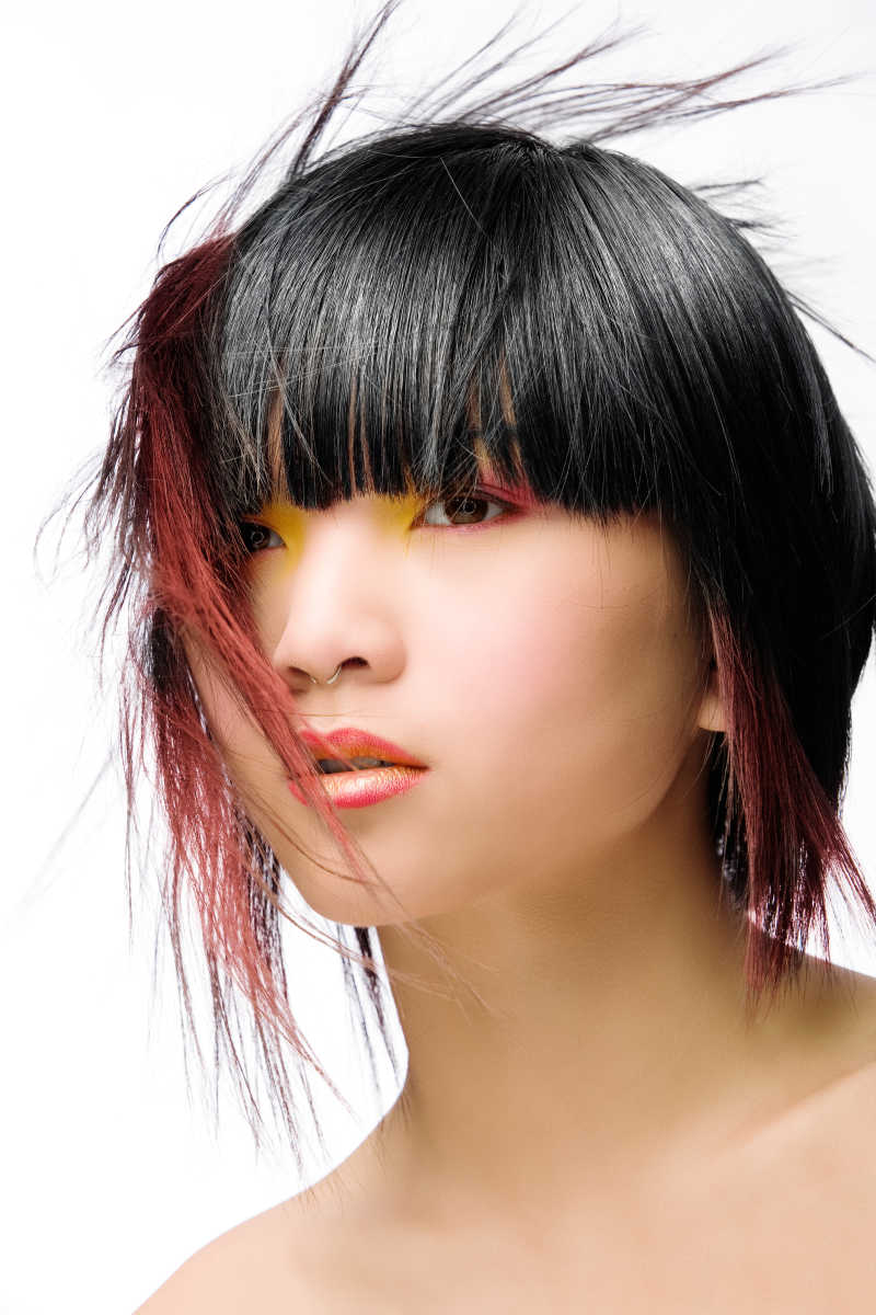 拥有时髦性感头发的女人特写