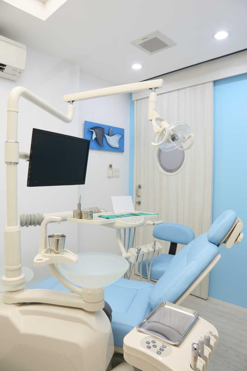 现代白蓝色牙科诊所设备