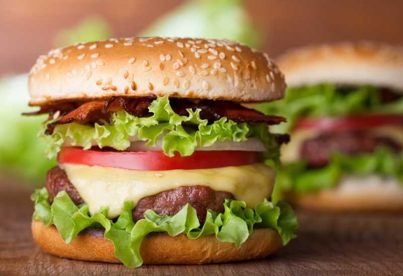 美味的多层汉堡