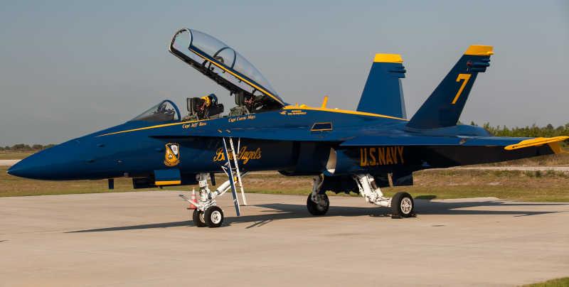 蓝色战斗机