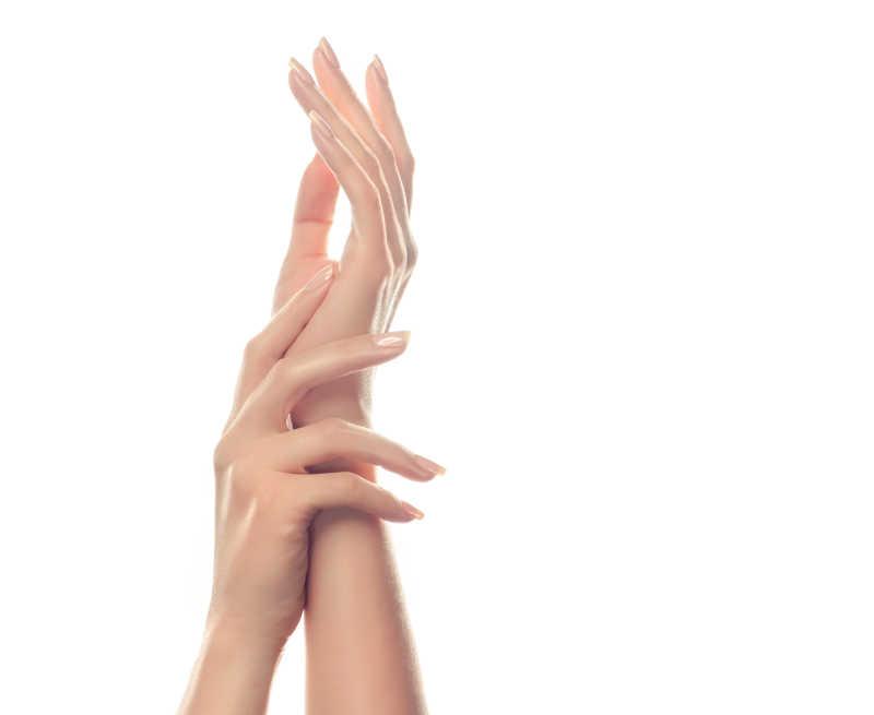 白色背景下美女纤细的手