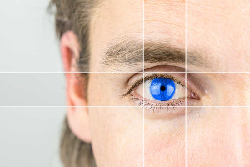 蓝色眼睛的年轻人