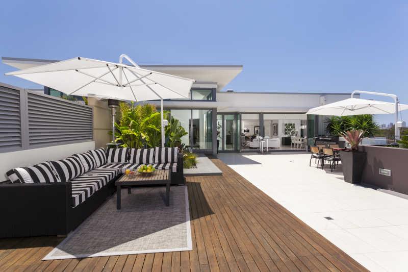 豪华宽敞的阁楼阳台设计