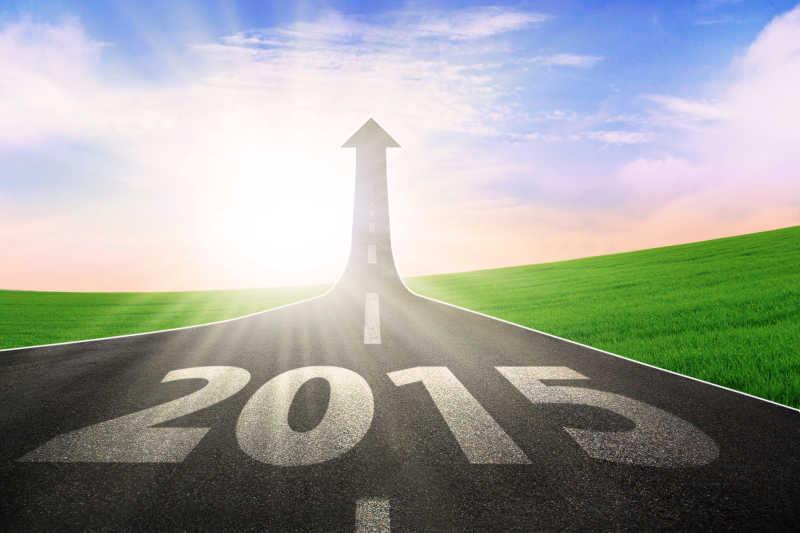 公路延伸到天空象征着通往美好未来2015的道路
