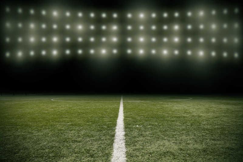 绿色足球场地分界线