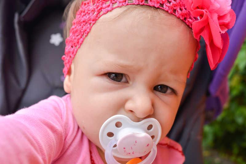 可爱的婴儿面孔