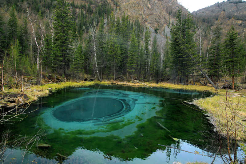 西伯利亚奇迹间歇泉湖