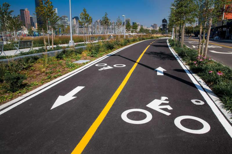 纽约城市公园内的自行车道