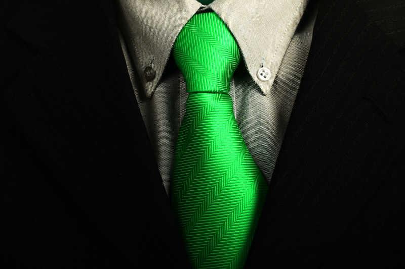 商务西装绿色领带的搭配
