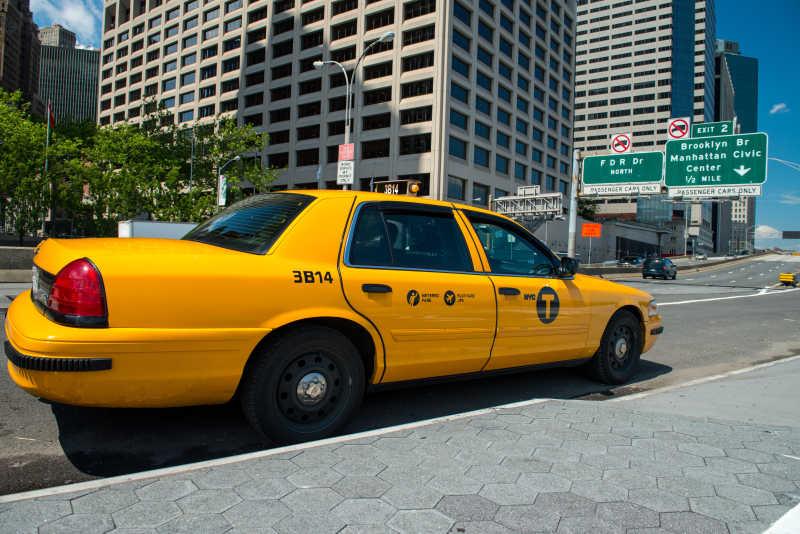 曼哈顿街头的黄色出租车