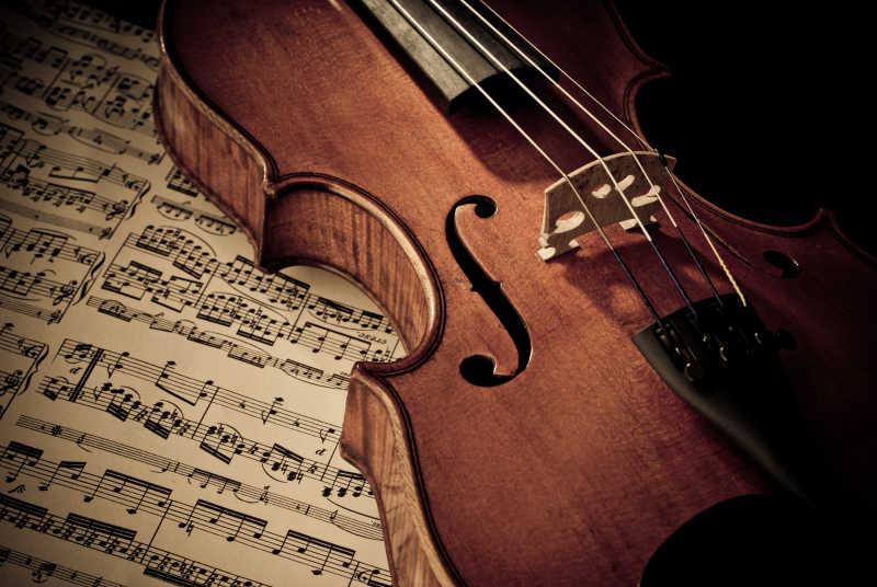 小提琴和乐谱