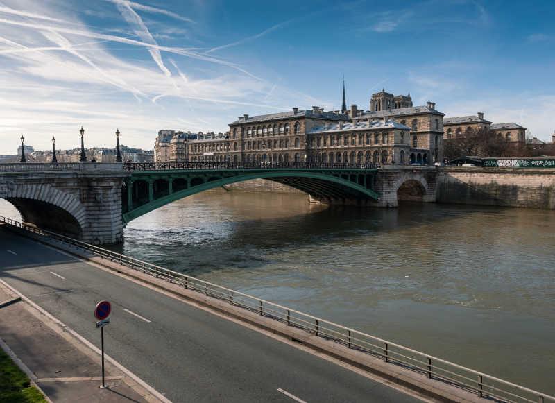 巴黎圣母桥与塞纳河