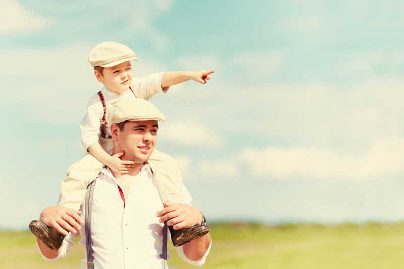 农村的父子画像