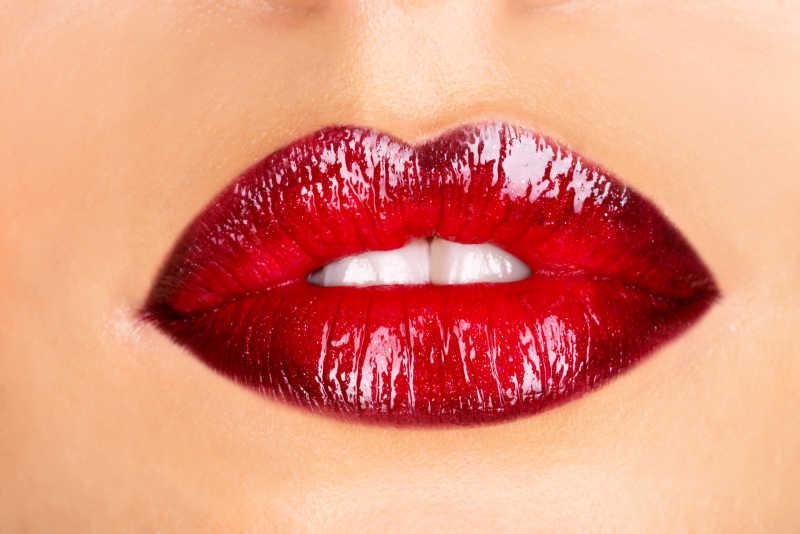 一个女人的红色嘴唇