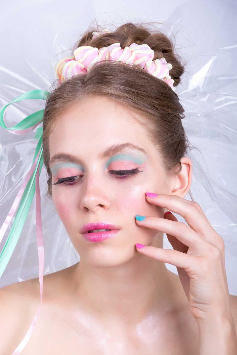 棉花糖化妆风格的美丽幻想的女孩