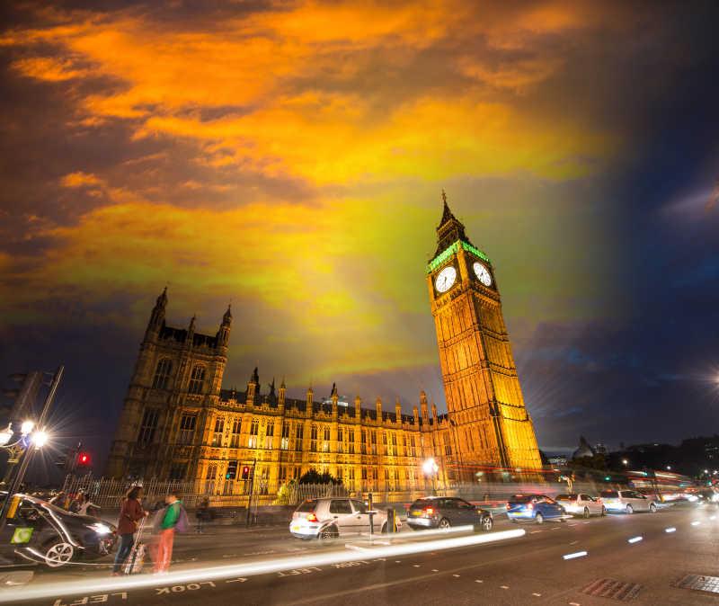 伦敦复古建筑夜景和交通