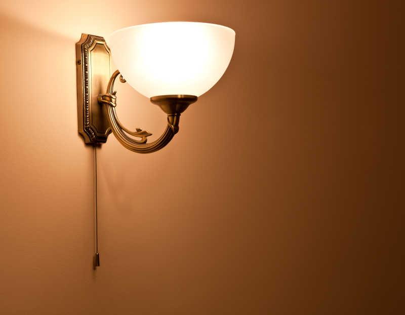 墙壁上经典的壁灯