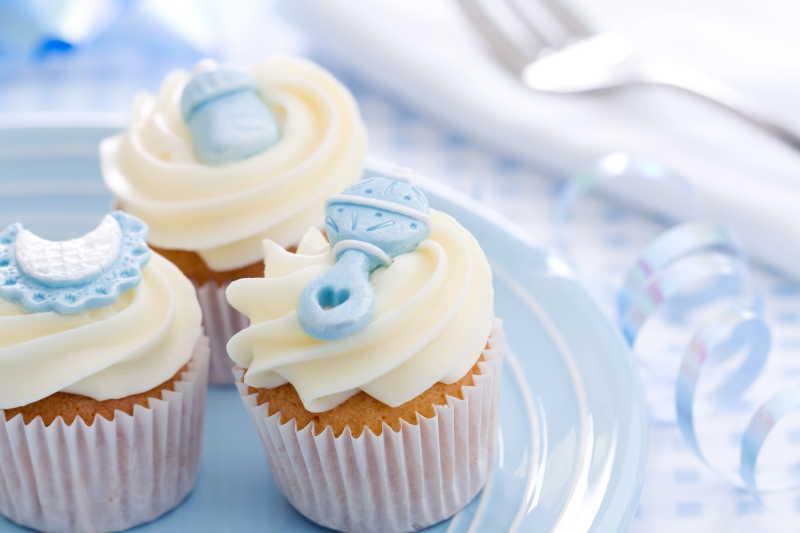 蓝色的纸杯蛋糕